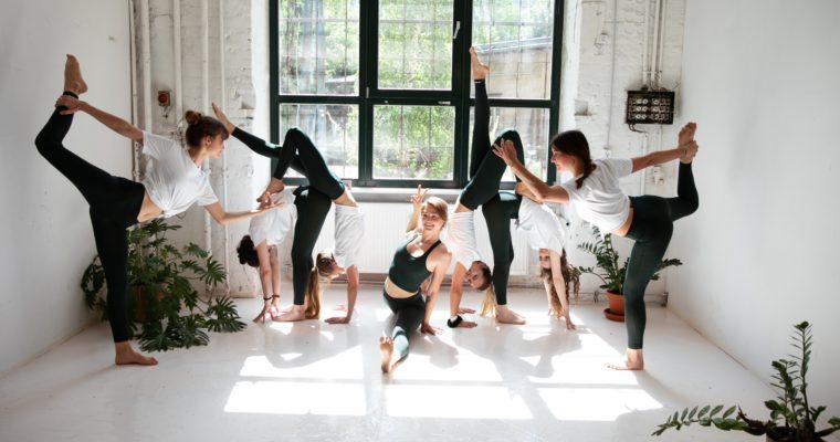 Advantages of Yoga Wear at Yoga Class