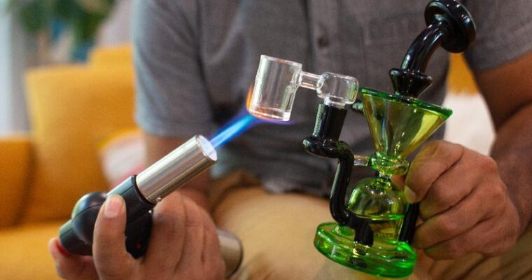 A Beginner's Guide to The Trending Marijuana Dab Rigs